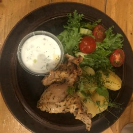 Roasted chikcen with yogurt sauce and fresh salad mix