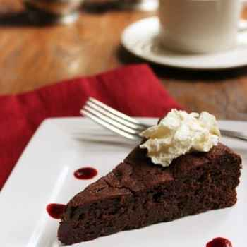 Low Sugar Flourless Chocolate Cake with Raspberry Sauce||Craving Something Healthy