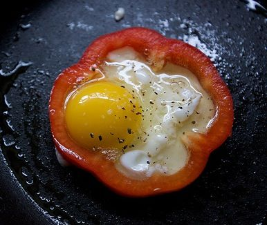 Bell Pepper Rimmed Eggs|Freshly Grown