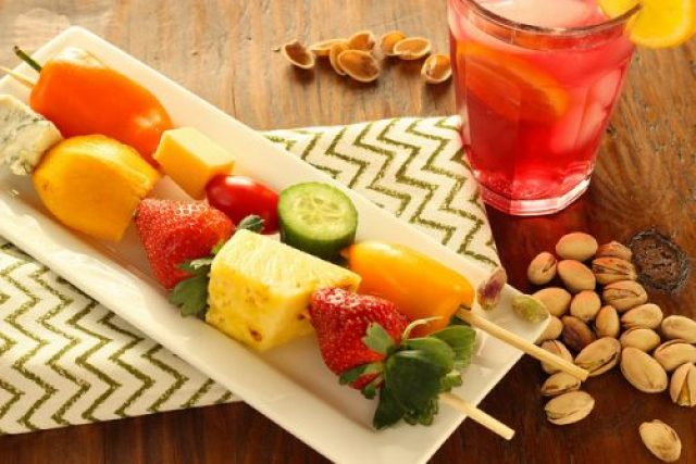 Pistachio Pairings: Iced Pomegranate Tea, Fruit, Vegetable and Cheese Skewers, and Pistachios|Craving Something Healthy #ad #SkinnyNut