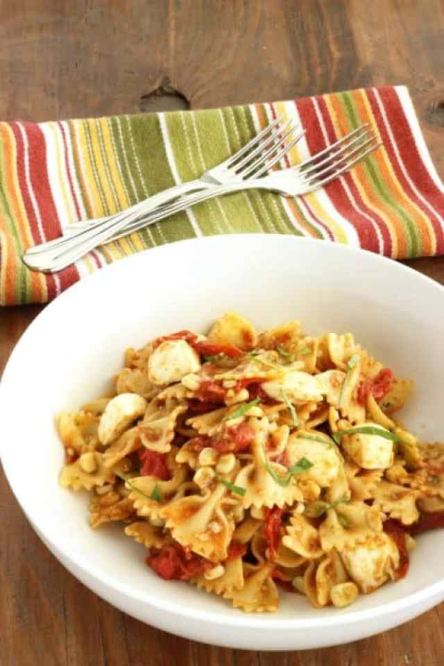 Roasted Tomato Caprese Pasta Salad|Craving Something Healthy