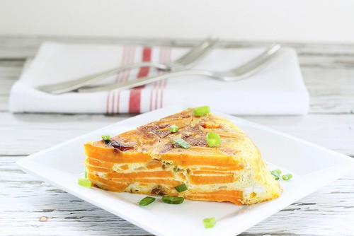 A perfect protein-packed breakfast with leftovers for dinner! Spanish Tortilla with Sweet Potatoes and Hatch Chilis|Craving Something Healthy
