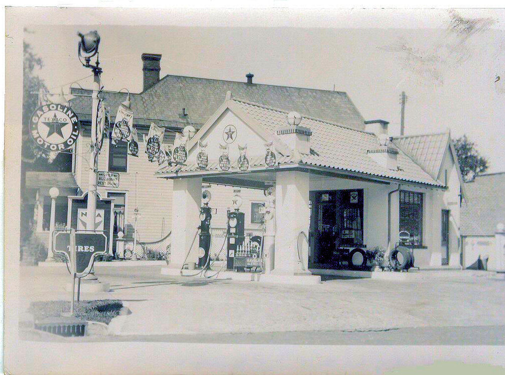 Typical Texaco in 1940's Bucyrus Ohio