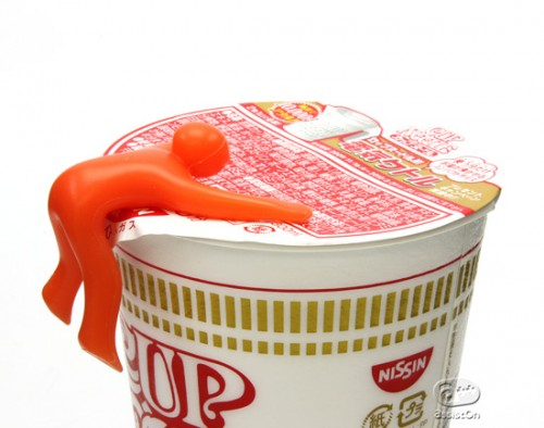 cupmen 500x394 Color Changing Cupmen Tell You When Your Soup is Hot
