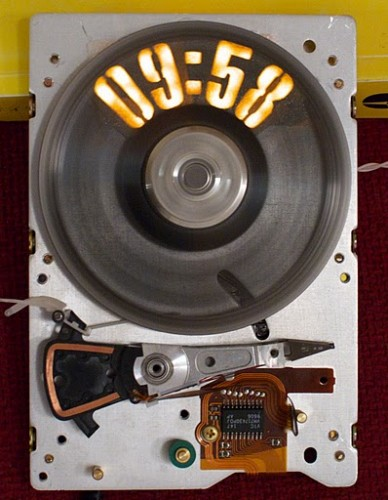 strobeshnik hard drive clock 2 388x500 Strobe Light Hard Drive Clock Hack