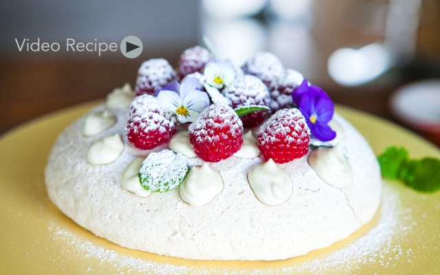 How to make vegan Pavlova Dessert. Aquafaba Vegan Merengue Tutorial. Recipe and Video.