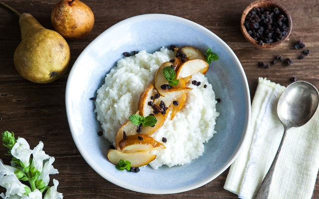 Breakfast Rice Pudding with Caramelized Pears. Vegan and Gluten Free Recipe.