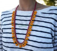 Ожерелье с помпушками