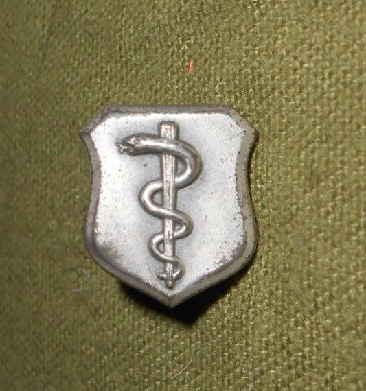 2 Medical insignias
