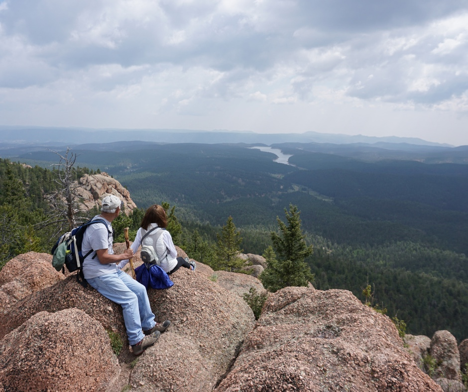 Best hiking near Colorado Springs, Colorado hikes with views, day hikes in Colorado Springs, Hikes by Pikes Peak, Colorado Mountian hiking trails, hiking trails in Divide, where to hike near Woodland Park, Group hikes ideas, Mueller State Park, Where to go near Colorado Springs