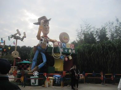 Hong-Kong-Disneyland-toy-story-land-2