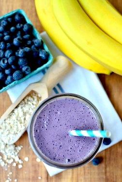 Blueberry-Muffin-Smoothie-iowagirleats-02_mini (1)