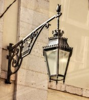 Love the work on this lantern bracket!