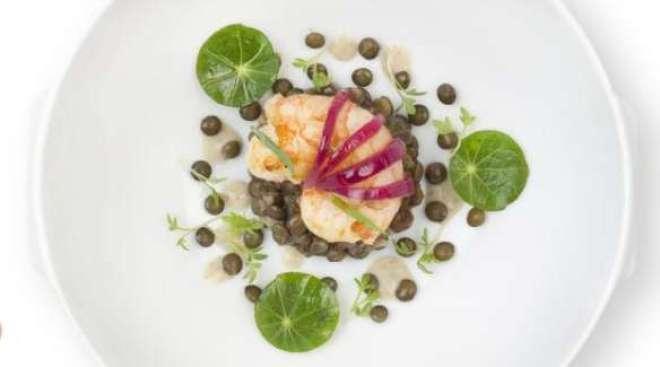 Em janeiro, pratos criados pela renomada chef, que acumula três estrelas Michelin, estão disponíveis para passageiros da classe La Première.