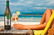 O diferencial da bebida é que ela pode ser servida pura ou com cubos de gelo e incrementada com pedaços de frutas.