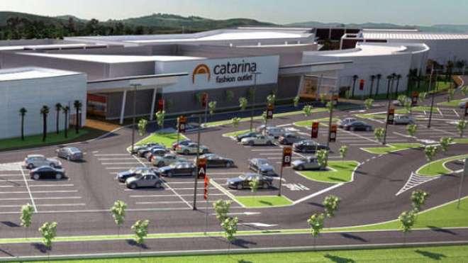 Localizado no Km 60 da rodovia Castello Branco, o Catarina Fashion Outlet foi inaugurado no final de outubro de 2014 e recebe mais de 140 mil pessoas por mês.