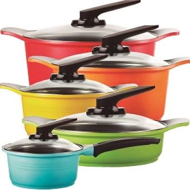 Coloridas e práticas, as panelas Roichen possuem design diferenciado que facilita o manuseio na hora de preparar a comida.