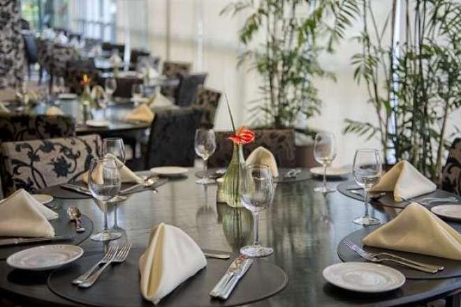 se a ideia é fazer algo diferente no dia das homenageadas, uma excelente opção é o restaurante Aromatique, instalado no elegante Meliá Jardim Europa.