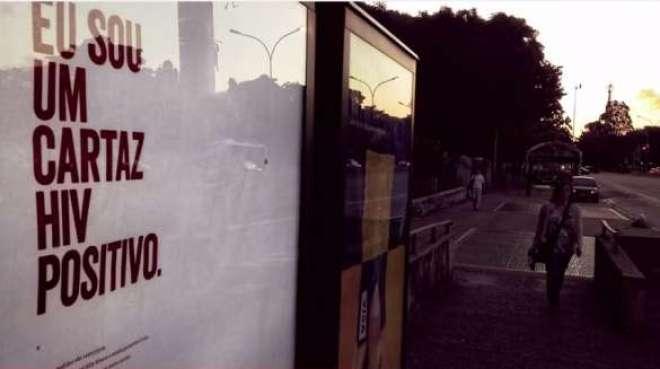 Nova campanha criada pela Ogilvy Brasil para a ONG Grupo de Incentivo à Vida (GIV) espalha por São Paulo cartazes com sangue de pessoas com o HIV; o objetivo é combater o preconceito contra as pessoas com HIV/AIDS.
