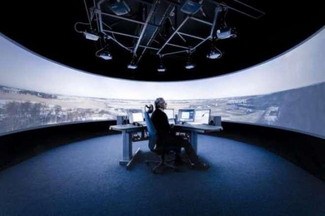 Sala da torre de controle remota desenvolvida pela Saab para uso inicial na Suécia (Foto: Divulgação / Saab)