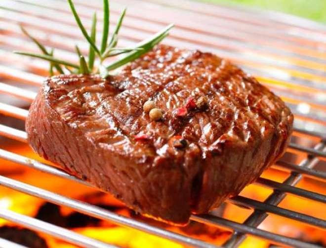 O churrasco não deve ser feito com pressa, deve ter cadência, e tempo certo para que as pessoas possam apreciar os diferentes tipos de carnes e cortes.