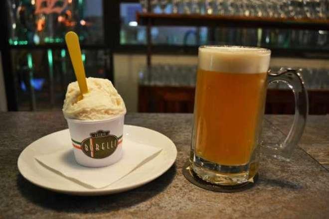 A mistura clássica do quente com o gelado, fez surgir esta sobremesa.