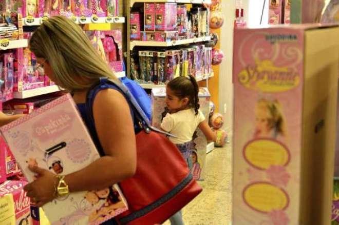 Ao todo, foram pesquisados os preços de 88 brinquedos, entre bicicletas, jogos, massas de modelar, bonecas e bonecos, etc e m nove lojas distribuídas pelas cinco regiões da cidade de São Paulo.