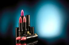Batom Lip Deluxe Pigmento Absoluto traz 10 efeitos em um único produto.