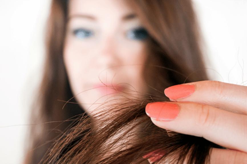 Nesta época do ano, é preciso ficar atenta para evitar problemas como a caspa, queda de cabelo e as pontas duplas.