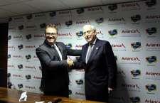 Vinícius Lummertz (Embratur) e Ian Gillespie (Avianca) selam parceria para potencializar o destino Brasil.