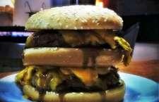 Hambúrguer com molho especial à base do Tennesse Whiskey Jack Daniel's, servido somente para maiores de 18 anos.