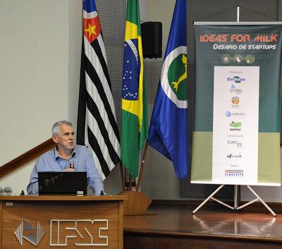 O professor José Carlos Maldonado no lançamento do desafio Ideas for Milk em São Carlos/ (Crédito: Denise Casatti