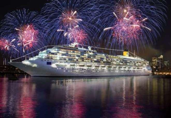 O Costa Fascinosa também estará ancorado na praia de Copacabana para a queima dos fogos na noite de Ano Novo.