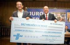 Alckmin, com Paulo Skaf, presidente da Fiesp, durante a cerimônia de lançamento do programa. (Foto: