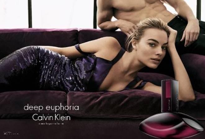 Neste lançamento, a atriz Margot Robbie é a nova estrela de uma campanha publicitária global que projeta a luxúria por meio de várias experiências e transformações.