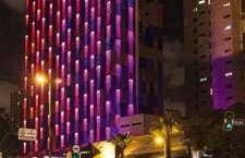 Fachada do hotel, criada por Guto Requena e nomeada de Criatura de Luz, conquistou a categoria arquitetura no mais conceituado e completo prêmio de design mundial.