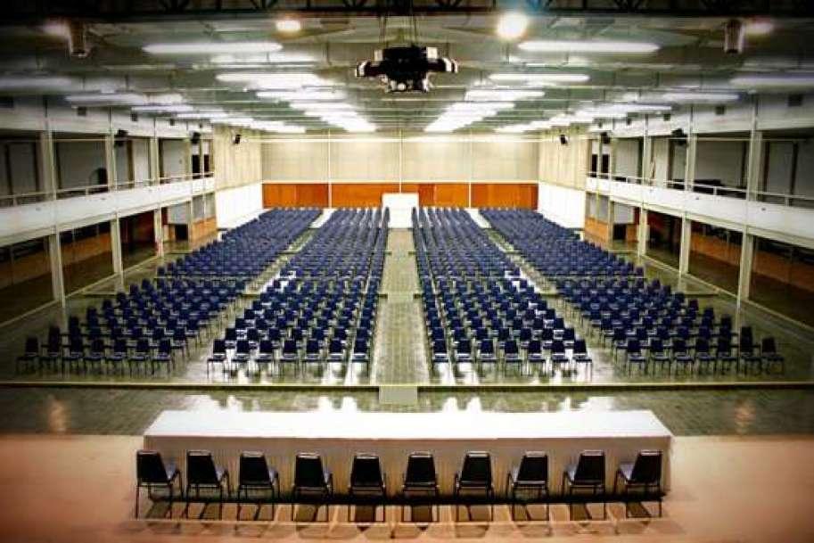 Centro de Convenções e Eventos diRomaem auditório com capacidade para 1.500 pessoas, o