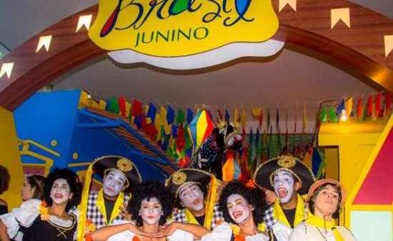 Quadrilhas juninas se apresentaram na abertura do Brasil Junino em Madri (Foto: Marília Oliveira)