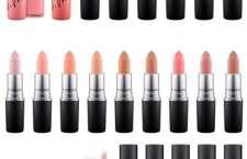"""São mais de 20 cores em tons nude. A linha, de edição limitada, reforça a tendência dos lábios """"naturais"""".Lipstick R$76,00/ Lipglass R$74,00"""