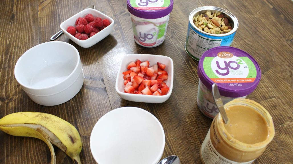 Practicing Self-Care and Indulging in a Guilt-Free Treat with Kemps Yo². #ad #it'sthecows #Yo2, chocolate peanut butter frozen yogurt, healthy ice cream sundae bar. Grab your $1 coupon here > https://ooh.li/33ed79c