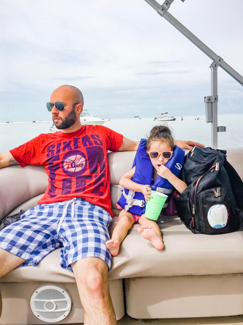 #ad #DiscoverBoating Summer Family Bucket list ideas including a family boat day! Find out more with Discover Boating, find a local summer boat rental and tips on buying a boat