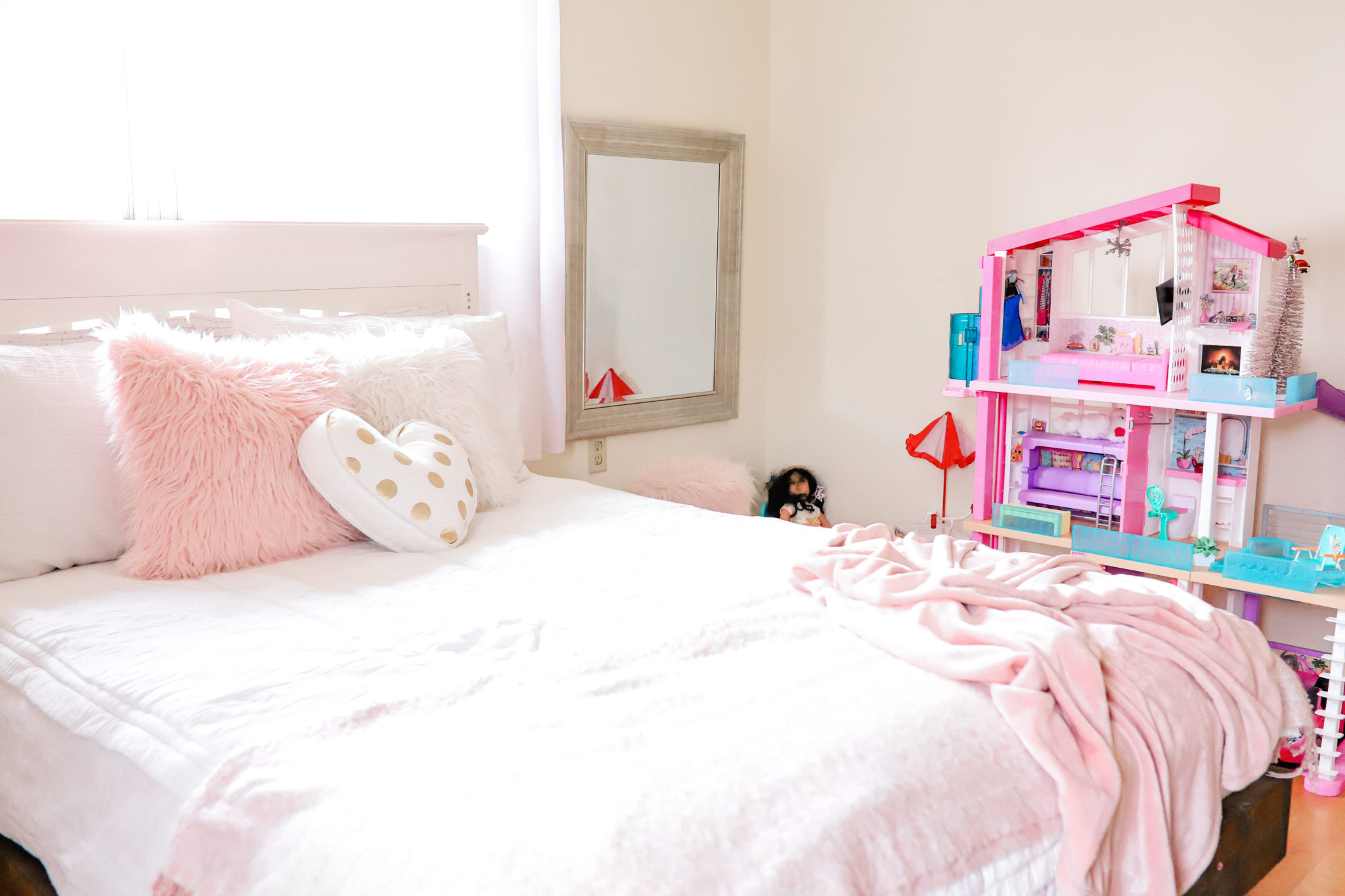 Beddys Zipper Bedding, Beddys Product Review, bedroom update for little girls room by Tampa Lifestyle and Mom Blogger, Crazy Life with Llittles