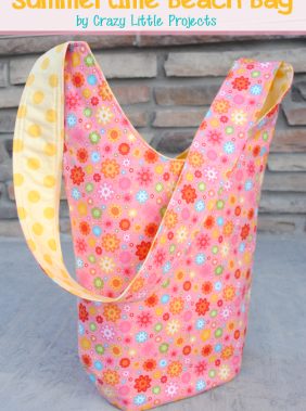 Summertime Beach Bag Tutorial by CrazyLittleProjects.com