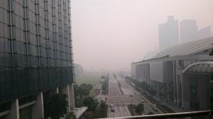 Wir waren mittags auf der Aussichtsplattform von Marina Bay Sands.