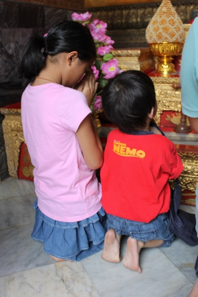 Cute praying kids ^_^