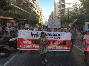 Calpe. Manifestación. MarPao. Pancarta. Niñas