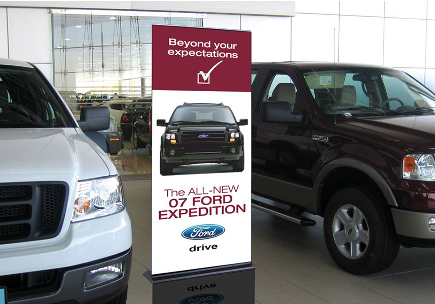 Ford Expedition Showroom Rollup
