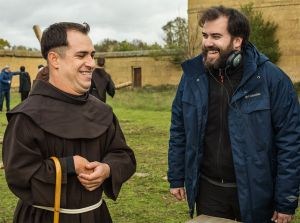 Curro Velázquez pone al clero a jugar al fútbol