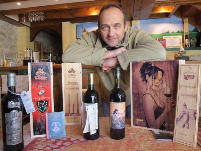 Francis Lamblin devant ses vins