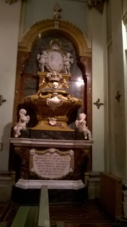 Tumba de Bárbara de Braganza. Foto de la autora.